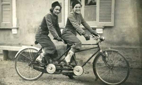 Le sorelle Rusconi in tandem. A destra Pia Giannina (campionessa sportiva in varie discipline) e a sinistra Ada (pittrice)